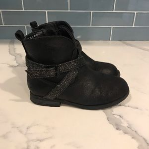 Black toddler boots. Size 8.